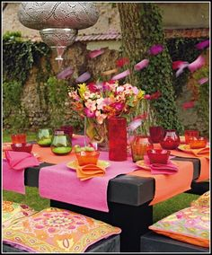 outdoor, party, flowers, garden, dining, entertaining, table top decor, place mat, pink, orange, honeysuckle, fuchsia