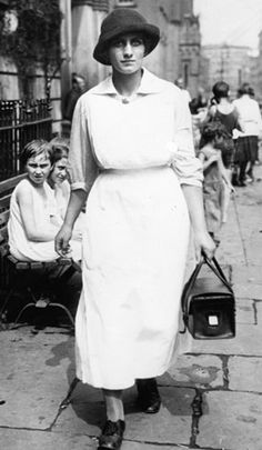 New York visiting nurse with her black bag. Early 1920s?