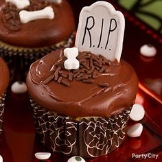 These tombstone Halloween cupcakes are frighteningly easy to make!