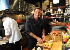 Chuck Hugues, notre chef superstar à nous autres. Montréalais qui a battu Bobby Flay en compétition à Iron Chef au printemps 2011. Connu pour sa poutine au homard. Restos : Le Garde-Manger et Le Bremner.