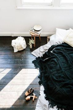 Low bed with loose bedding