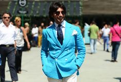 Street-Style: double breasted turquoise blazer
