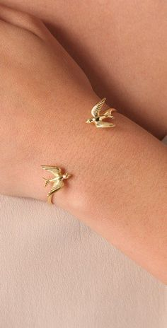 gold birds bracelet. I love this, I would want it in white gold...or as a tatoo ;)
