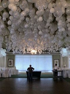 'PUT A MARBLE INSIDE A BALLOON AND IT FLOATS UPSIDE DOWN. Gorgeous party decorating idea'