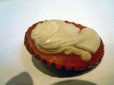 Vintage Goldtone Cameo Scarf Ring Clip