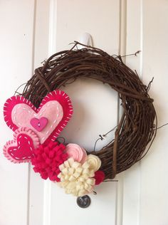 Valentine's Day Wreath. This would be easy to make!