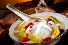Es Goyobod merupakan minuman tradisional khas yang berasal dari Garut, Jawa Barat. Es goyobod ini memiliki racikan berupa bahan dasar dari tepung hunkue, sehingga memiliki rasa yang gurih dan lembut di lidah ketika kita mencicipinya.