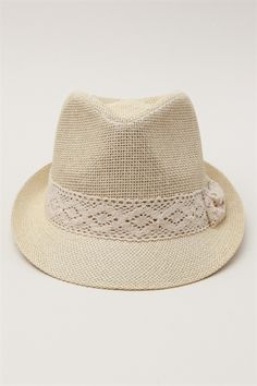 The perfect fedora for summers. Dodge that sunlight and keep your head light.