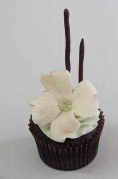 tutorial- How to make this Dogwood flower out of white modeling chocolate! chocolates, dogwood flower, white chocolate, roses, cake decor, flower cupcakes, flower tutorial, flowers, modeling chocolate
