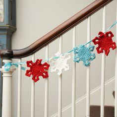 Winter Snowflake Garland - Have the best homemade decorations this winter by working up this Winter Snowflake Garland.