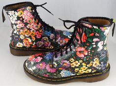 vintage Doc Martens.. I have a pair of this that belong to a friend but they are too big for me :(