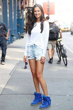A basic tee and strategically ripped shorts get a trendy upgrade with bright wedge sneakers #streetstyle