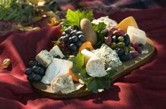 Suggestions for a Fruit & Cheese Tray for a Wedding | eHow.com