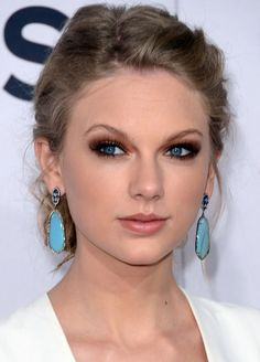 Taylor Swift makeup.