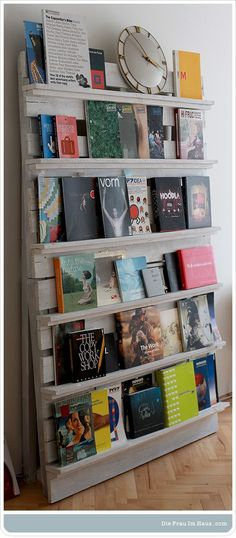 Keep those books and magazines you want to read visible to remind & inspire you. I would also use it to display ongoing art projects. A freestanding one, to move around the room as needed. #pallets #used #recycle #wood #shelf