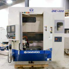 2005 DAEWOO DCV-400 CNC VERTICAL MACHINING CENTER - 4TH AXIS ROTARY TABLE, FANUC