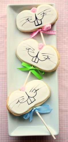 Too cute! Funny Bunny Cookies on a stick.