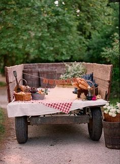 picnic wedding reception ideas   Reception ideas: A perfect picnic
