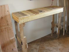My Life is a Nutshell: DIY Pallet Hall Table