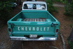 turquoise pickup truck. Tiffany this is for you! :)