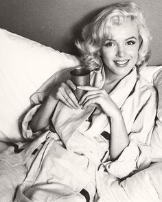 Marilyn Monroe. Gah. Even through all of her hidden pain and problems, her smile can just light up any room. She is so Beautiful