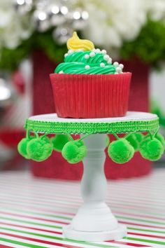 Christmas Party Cupcake Stands #christmas #cupcakes