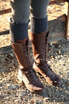 DIY Crochet leg warmers - I wouldn't mind having those boots too!!!
