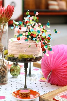 easy & cute way to dress up a cake!