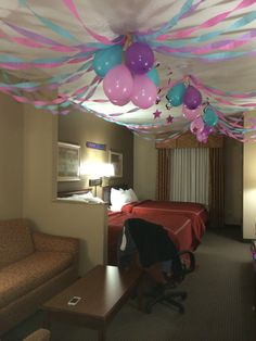 Birthday party in a hotel room! #invertedballons #streamers # ...