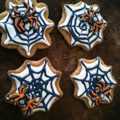 I made spider cookies for my kiddos class :) inspired my Montreal confections, and sweetambs tutorial.
