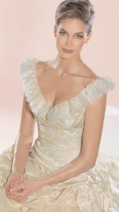 Atelier Diagonal 2828 Bridal Gown