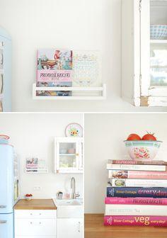book displays, idea, kitchen shelves, cookbook, color, recipe books, spice racks, spices, ikea