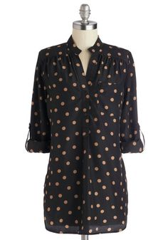 Hosting for the Weekend Tunic from Modcloth. Cute with skinny jeans, flats, and gold jewelry!