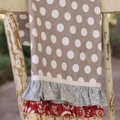 DIY...Ruffle Kitchen Towels (Christmas gifts for teachers & friends!)