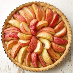 Celebrate the flavors of fall with this Apple and Browned Butter Tart. More of our best apple desserts: www.bhg.com/recipes/desserts/pies/apple-pie-recipes/?socsrc=bhgpin101912applebrownbuttertart#page=4