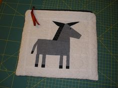 [Amy's] Crafty Shenanigans: Wonky Donkey zippy pouch - free PP'd pattern here - http://www.craftsy.com/user/381424/pattern-store