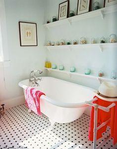 claw foot tub, ledges in bathroom