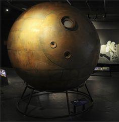 Um modelo da cápsula Vostok usado por Yuri Gagarin, o primeiro homem no espaço. (C) AMNH / R. Mickens