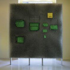 Pinwall nel negozio di Mandarina Duck a Parigi by Droog Agency e NL Architects, 2000