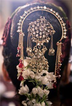 bridal jewelri, desi, hair pieces, indian coutur, hair jewelri, indian bridal, flowers, bridal hairdo, bridal hair accessories