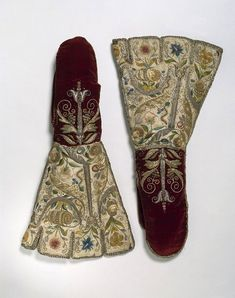 Pair of mittens, England, circa 1600. ^