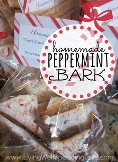 Looking for a sweet holiday treat to give that won't take all day?  You won't believe how easy it is to make this homemade Peppermint Bark!  The perfect gift when you are short on cash and time! food gifts to make, homemad peppermint, idea, easy homemade gifts to make, holiday treats, sweet holiday, peppermint bark, recip, dessert