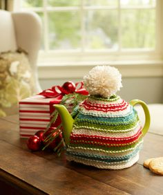 Free pattern - Holiday Teapot Cozy
