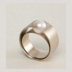 LIA DI GREGORIO-IT  beautiful, unique, unusual jewelry designs.