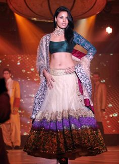 manish-malhotra-lilavati-hospital-save-empower-girl-child-fashion-show_13342060180