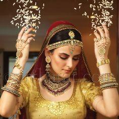 gold emerald tikka art karat indian bridal jewellery. More here - www.indianweddingsite.com/10-maang-tikka-jhoomar-looks/