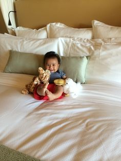 A 5 month old makes new friends at Pelican Hill Mr. #Pelican  Ms. #Giraffe | www.pelicanhill.com |The Resort at Pelican Hill, Newport Beach, CA | #pelicanhillresort #baby #memories