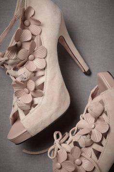 pale/blush pink shoe