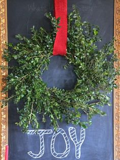 Simple & Easy Boxwood wreath DIY, perfect for any season! www.whatsurhomestory.com