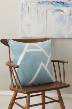 @clorox isn't just for cleaning! Check out how to make this DIY patterned pillow using bleach!